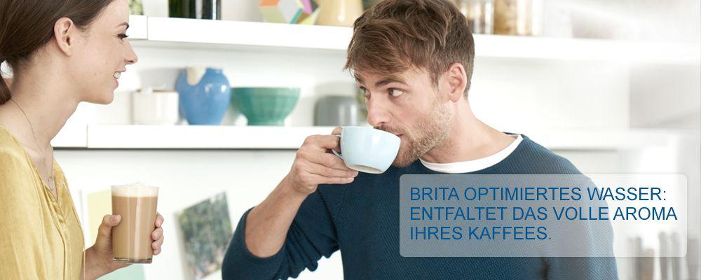 Kaffeemaschinen_Mann_geniesst_Kaffee